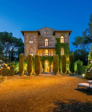 luxury travel in a prestgious tuscany villa