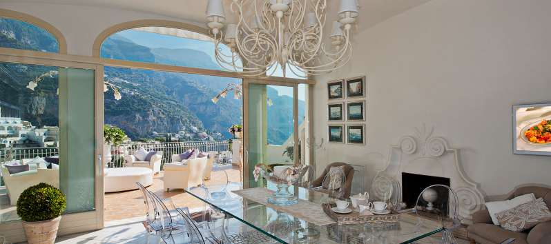 glass table with terrace and sea view in the villa in Positano