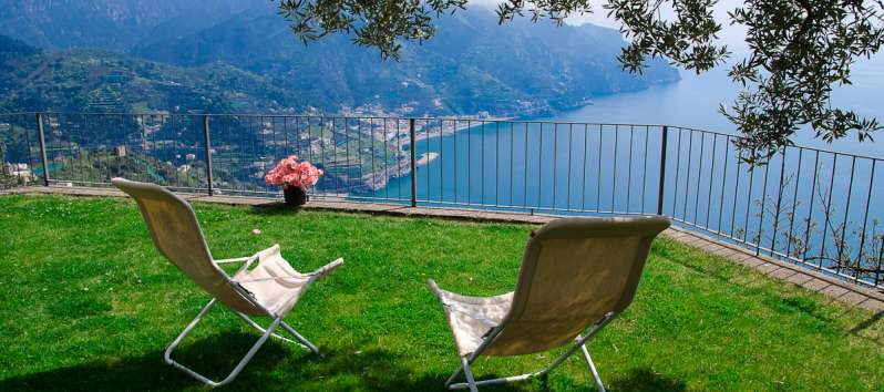 garden with sea view from the villa with garden in Ravello