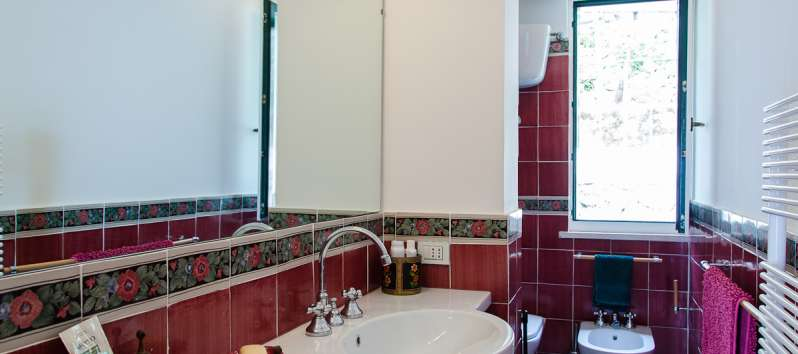 bathroom with sink in the villa of Ravello