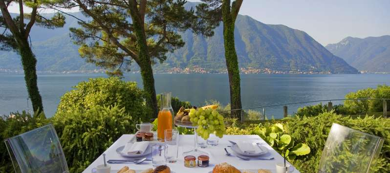 dining table on the lake in the villa in Como