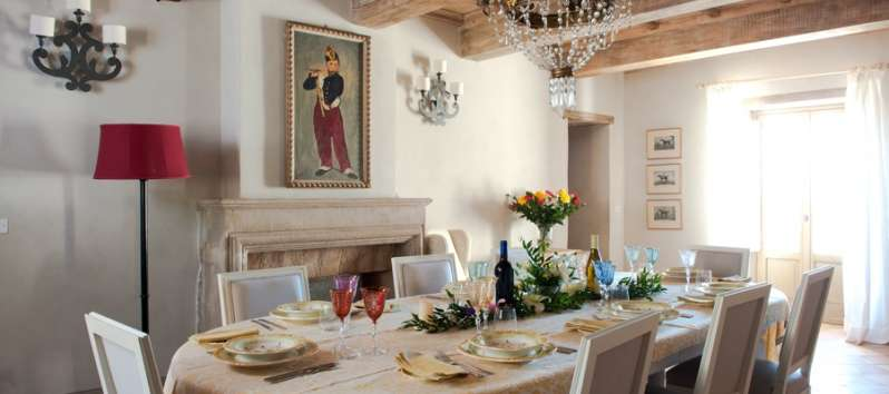 dining room with table set in the villa in Perugia
