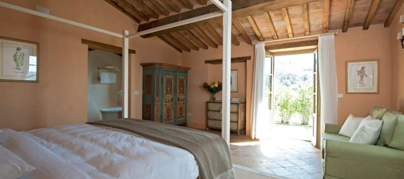 double bedroom with French doors in the villa in Perugia
