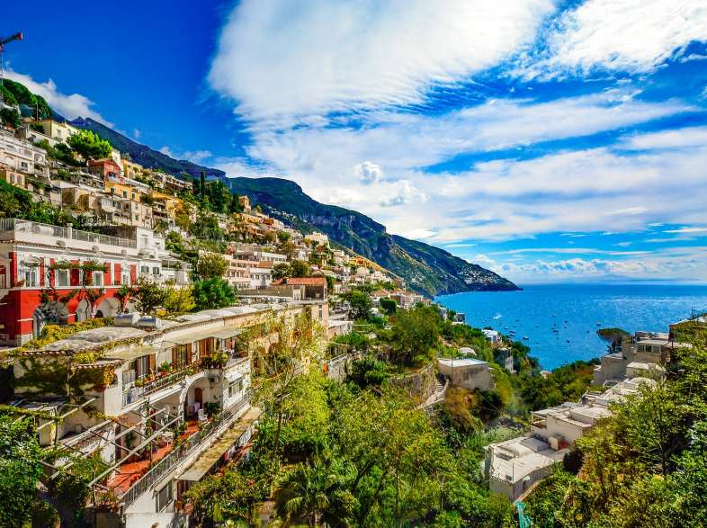 Autumn vacations in Italy: sea, historical cities and villages