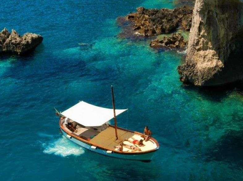 Capri: a boat tour of the island, between caves and Faraglioni
