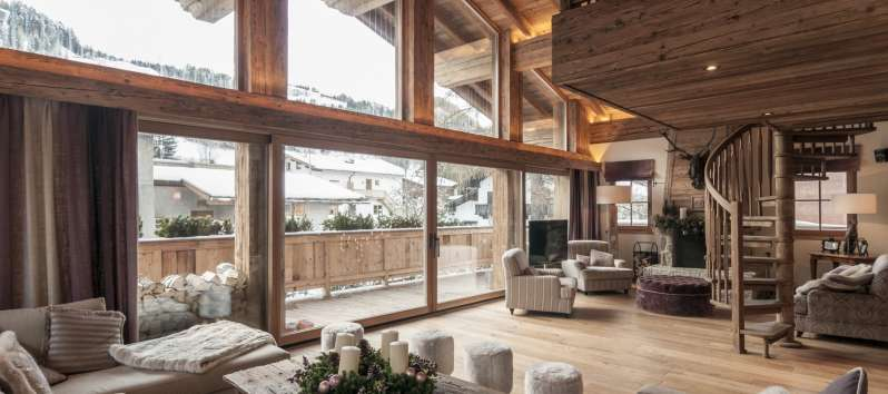glassed-in living room in the chalet in Hahnenkamm