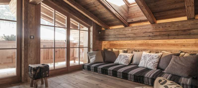 attic with sofa in the chalet in Hahnenkamm