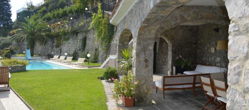 garden with swimming pool in the villa with panoramic views in Ravello
