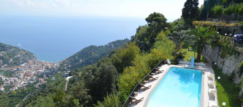 swimming pool with sea view in the villa in Ravello