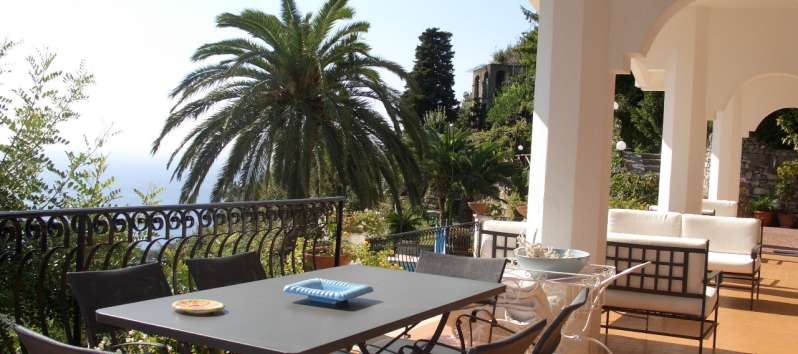 terrace with table in the villa overlooking the sea in Ravello
