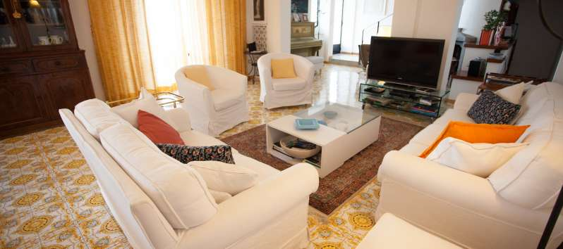 living room with sofa, armchairs and television in the villa in Ravello