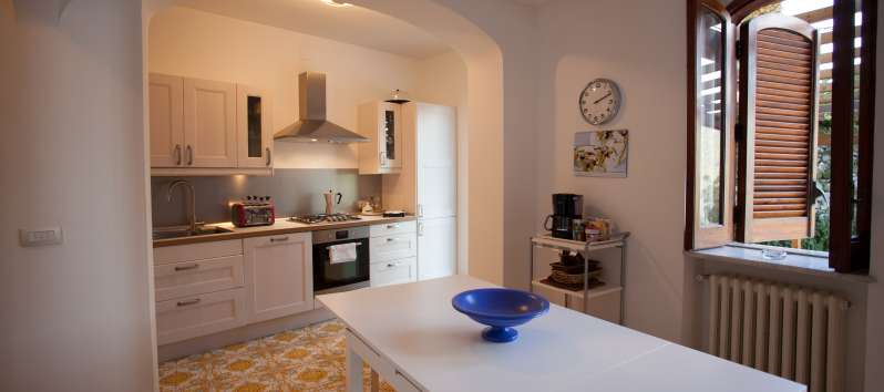kitchen with dining room in the villa with pool in Ravello