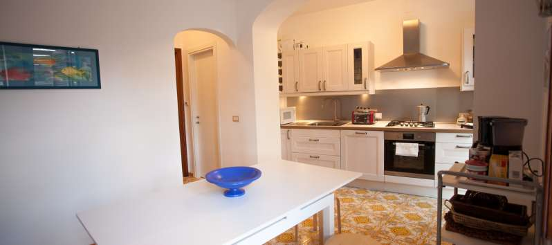 dining room with kitchen in the villa in Ravello
