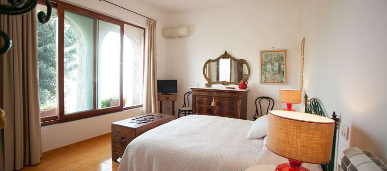 bedroom with sea view in the villa with pool in Ravello