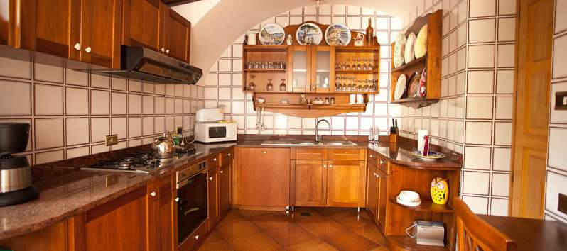 kitchen with oven and stove in the villa on the Amalfi Coast