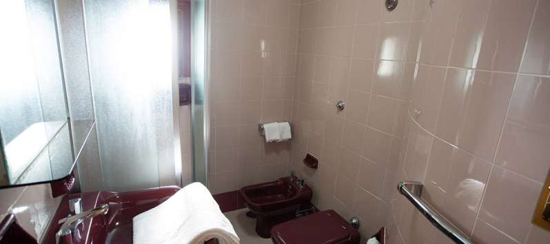 bathroom with shower in the villa with swimming pool on the Amalfi Coast