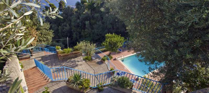 garden with swimming pool in the villa in Amalfi