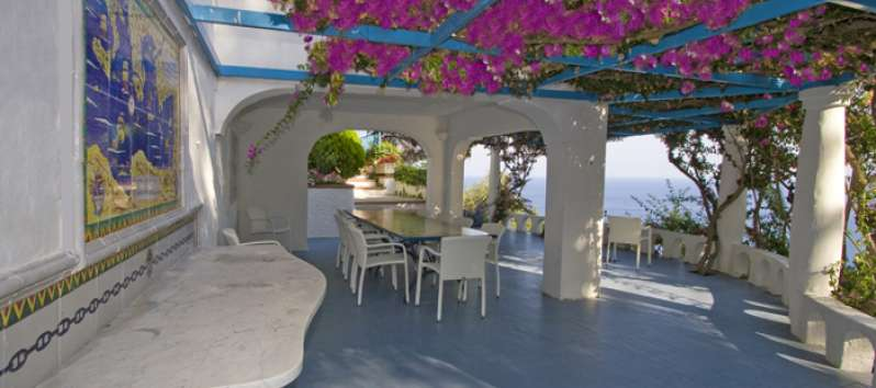terrace with table and sea view in the villa in Amalfi