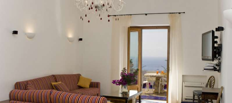 lounge with terrace in the villa with pool in Amalfi