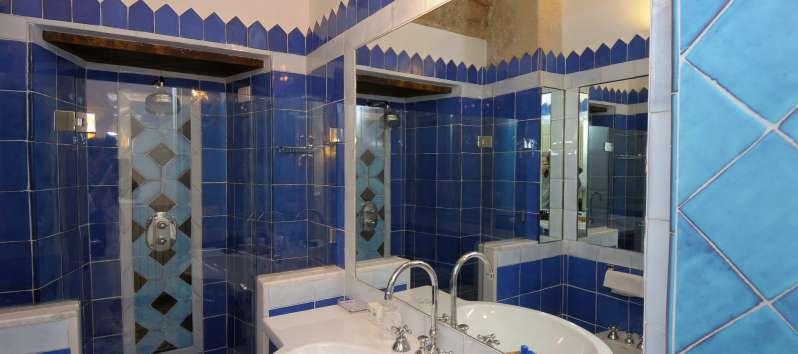 bathroom with shower in the villa with pool in Amalfi