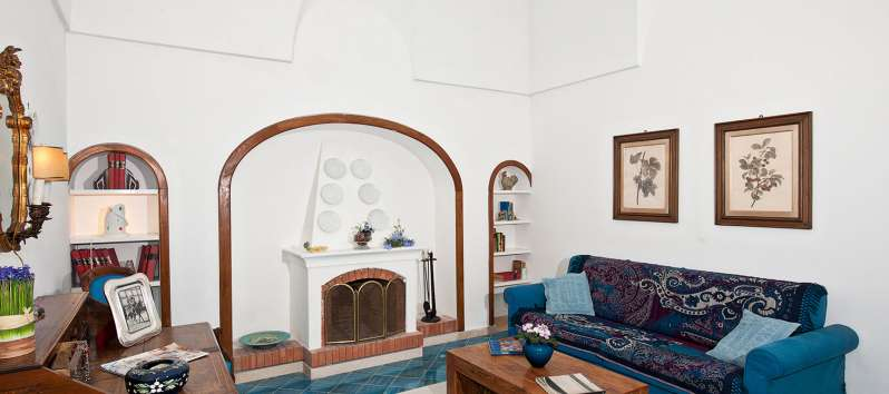 living room with fireplace in the villa in Positano