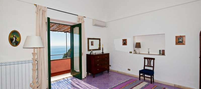double room with sea view in the villa in Positano