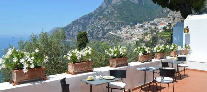 tables with a panoramic view in the villa with swimming pool on the Amalfi Coast