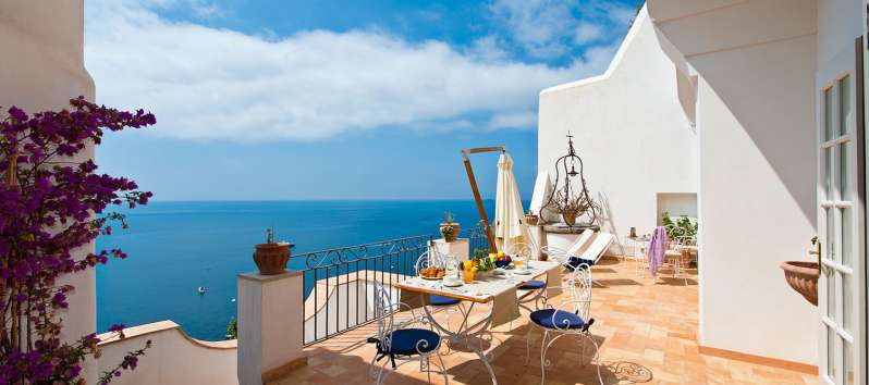 terrace with sea view in the villa in Positano