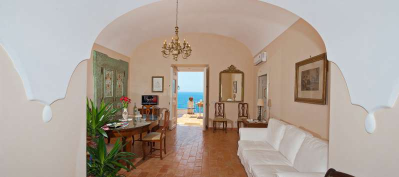 entrance with sea view in the villa in Positano