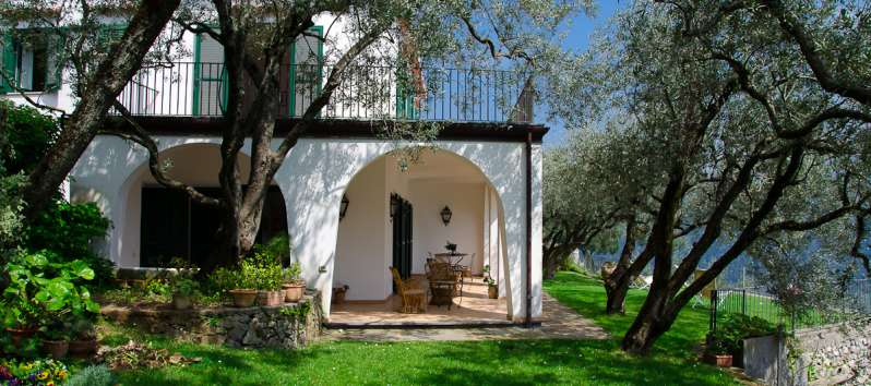porch with external sofa in the villa in Ravello