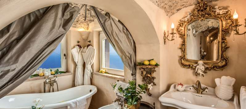 bathroom with tub in the villa with pool on the Amalfi Coast