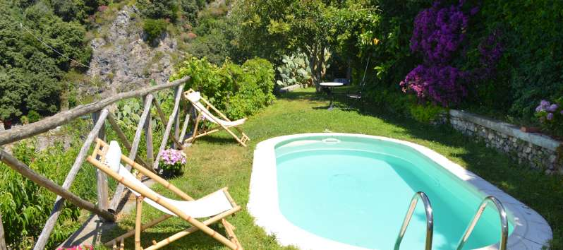 swimming pool with sea view in the villa on the Amalfi Coast