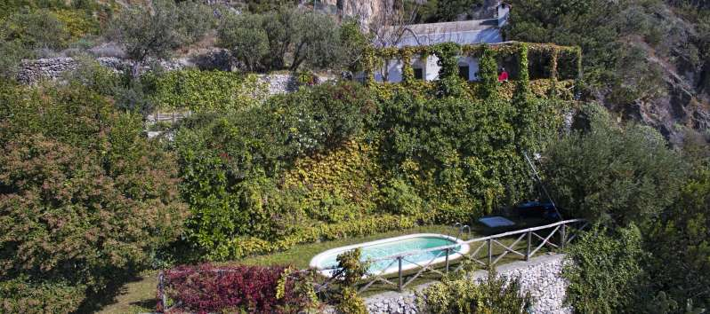 villa with pool overlooking the Amalfi Coast