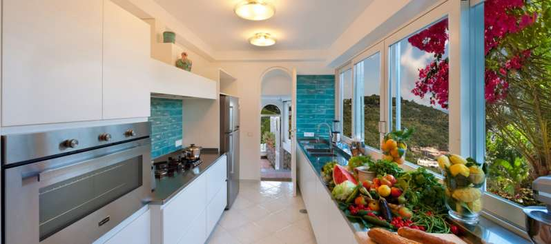 kitchen with sea view in the villa with pool in Sorrento