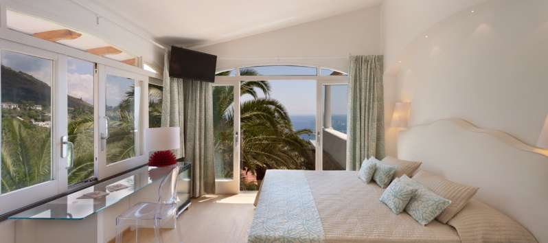 double room with sea view in the villa with pool in Sorrento