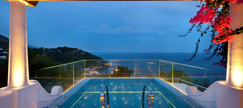 swimming pool with sea view in the villa in Sorrento
