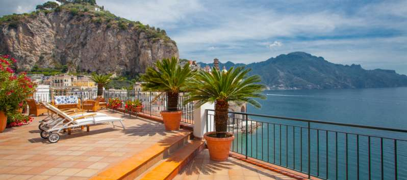 living room and kitchen of the villa with sea view in Amalfi