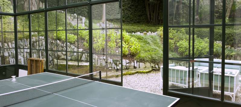 ping-pong table in the villa with swimming pool on Lake Como