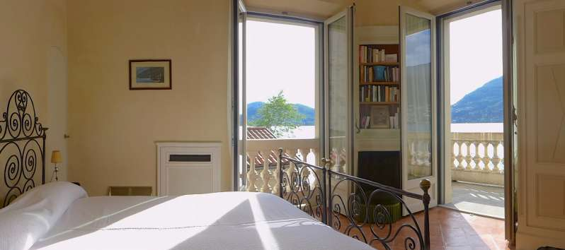 bedroom with lake view in the villa in Blevio