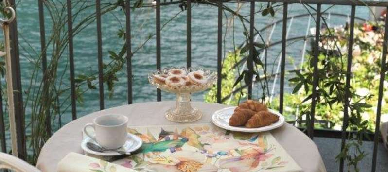 table on the terrace overlooking Lake Como in Laglio