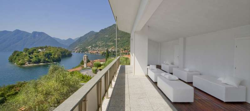 balcony overlooking the lake in the villa in Como