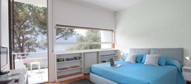 double room with balcony and lake view in the villa in Como
