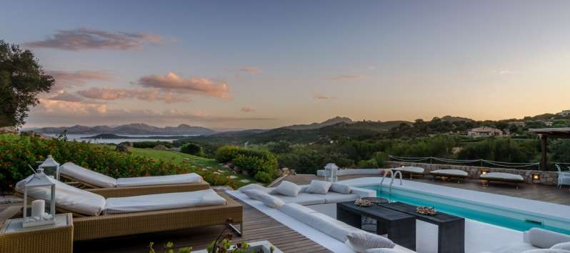 swimming pool with deckchairs and sea view in the villa in Costa Smeralda