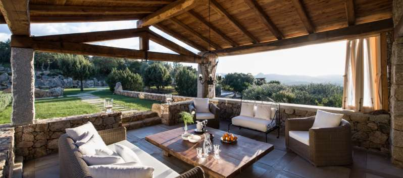 outdoor lounge with a panoramic view in the villa in Sardinia