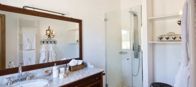 bathroom with shower in the villa in Sardinia