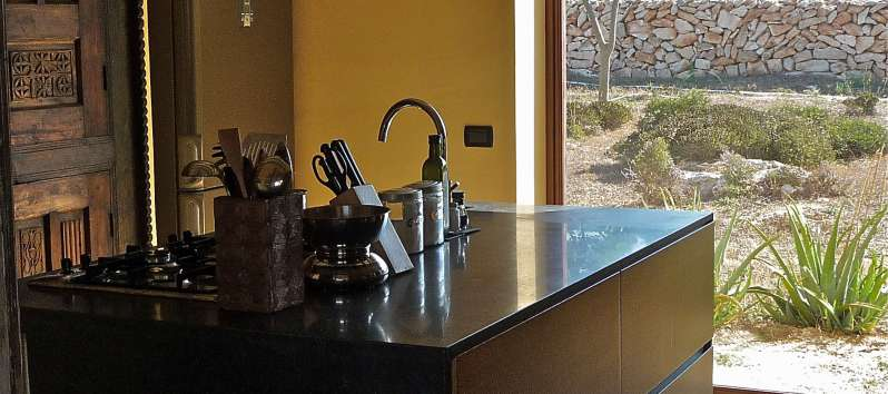 kitchen with sink in the villa on the island of Favignana