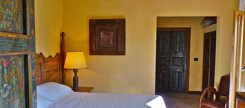 Villa Callista double room with antiques