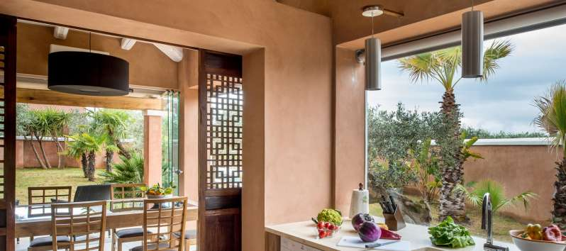 kitchen and dining room in the villa with swimming pool in Sicily