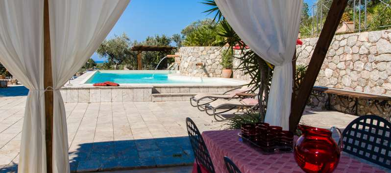 gazebo with table and swimming pool in the villa in Sicily