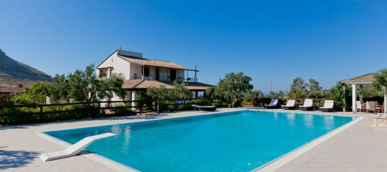 villa with pool in Castellammare del Golfo in Sicily